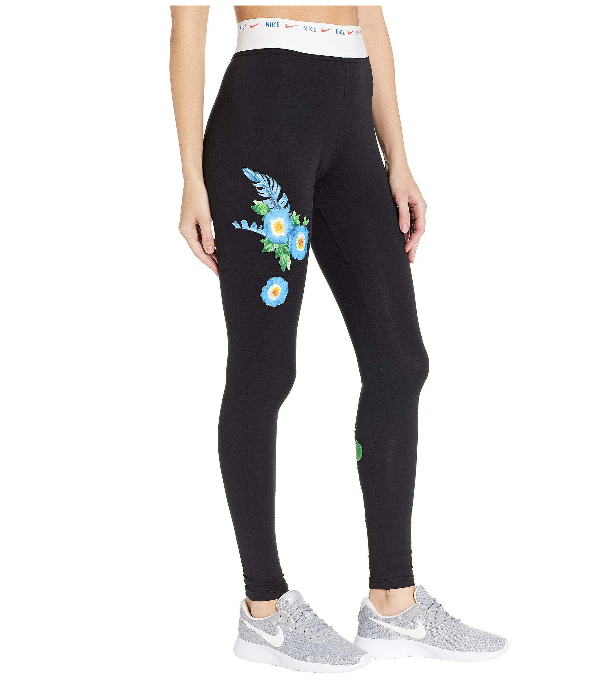 470bb455023 Lyst - Nike Nsw Leggings Graphic Hyper Femme (black white) Women s ...