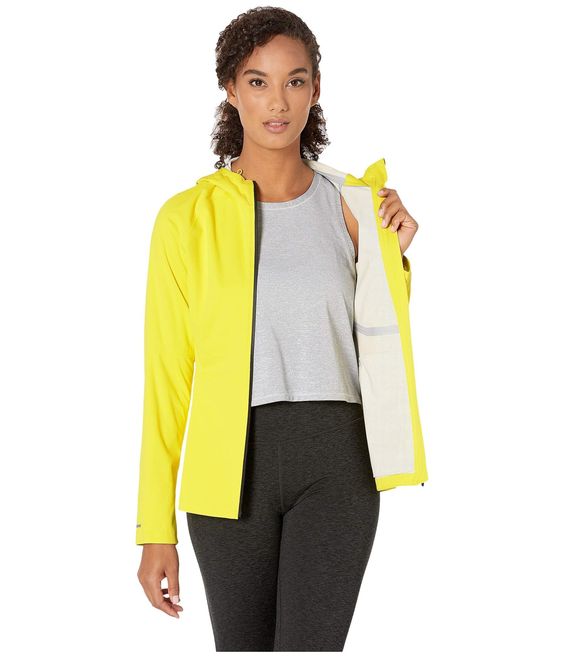 a38840d64be Asics Accelerate Jacket (lemon Spark) Women's Coat in Yellow - Lyst